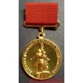 Медаль Лауреат ВДНХ СССР золотого цвета